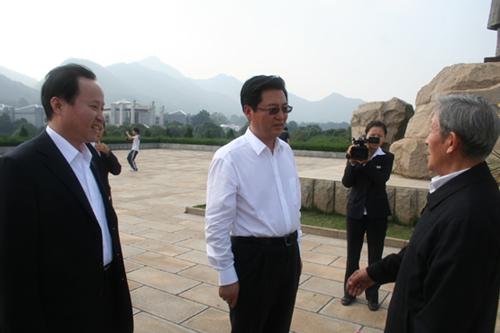 国家公安部警卫局副局长张智文参观彭德怀纪念馆
